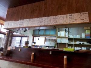 宜野湾市普天間の台湾料理屋花蓮KARENの内装 サイン色紙